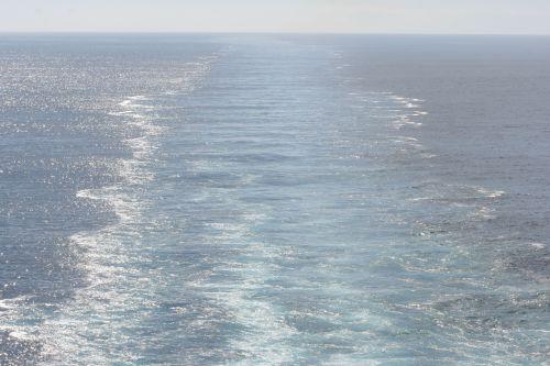 2010-10-30-ships-wake-small.jpg